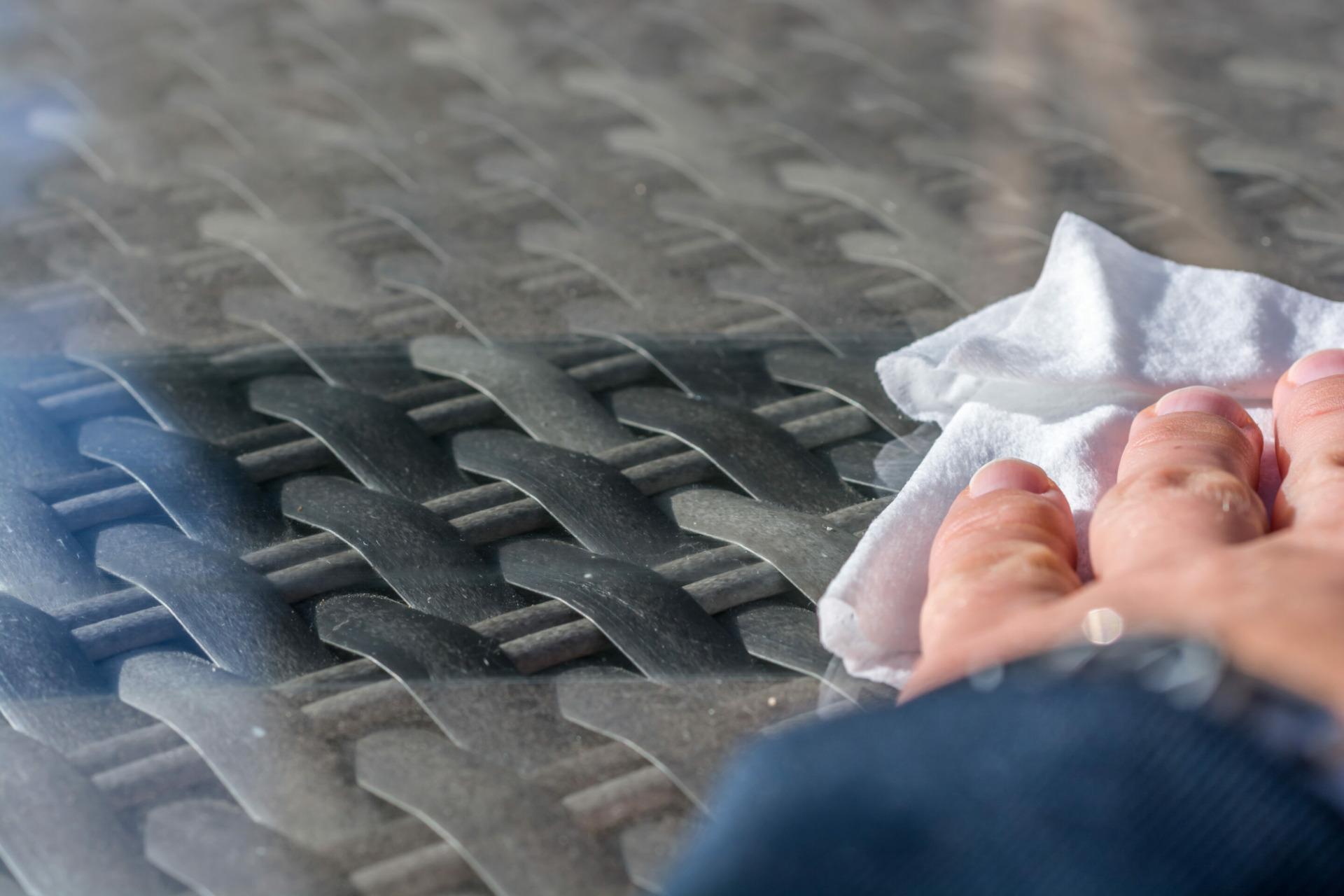 Kunststoff sauber abwischen